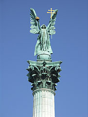 Statue of Archangel Gabriel on the Millennium Memorial (or Millenial Monument) - Budapešť, Maďarsko