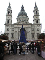 Christmas fair at the St. Stephen's Basilica - Budapešť, Maďarsko
