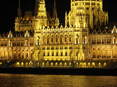 "The Hungarian Parliament Building (in Hungarian ""Országház"") at night - Budapešť, Maďarsko"