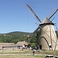 The windmill from Dusnok and the farmstead from the Nagykunság, with verdant hills in the distance - Szentendre, Macaristan