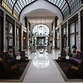 The nicely furnished lobby of the luxury hotel - Budapest, Hungría