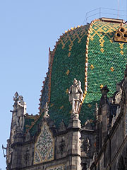 The dome of the Museum of Applied Arts with green Zsolnay ceramic tiles - Budapest, Hongrie
