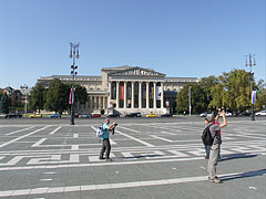 "The spacious Heroes' Square (in Hungarian ""Hősök tere"") and the Museum of Fine Arts - Budapest, Hongrie"