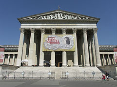 The neo-classical building of the Museum of Fine Arts - Budapest, Hongrie