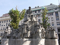 Statue of Mihály Vörösmarty Hungarian poet and writer - Budapest, Hongrie