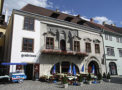 The medieval Gambrinus House has gothic origins, but represents many other architectural styles as well - Sopron, Madžarska
