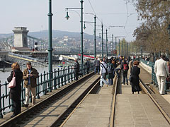 Promenading and picnic atmosphere on the tram rails, right beside the Duna Korzó promenade - Budapeszt, Węgry