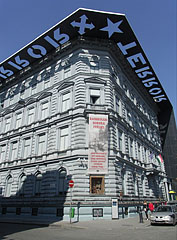Three-story neo-renaissance style former bourgeois apartment house, today House of Terror Museum - Budapeszt, Węgry