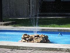 Fountain in front of the palace - Будапешт, Венгрия