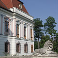 The Grassalkovich Palace with a stone sculpture of a lion - Gödöllő (Гёдёллё), Венгрия