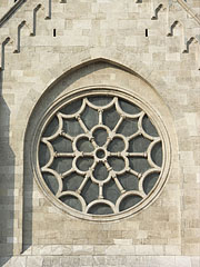 The rose window (also known as Catherine window or rosace) of the Church of Saint Margaret of Hungary, viewed from outside - Budapest, Ungarn