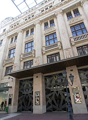 Váci1 Business Center and luxury department store - Budapest, Ungarn