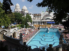 View from the retaining wall of the garden to the wave pool - Budapest, Ungarn
