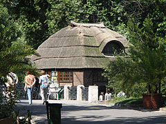 The Crocodile House on the shore of the Great Lake, viewed from the walking path - Budapest, Ungarn