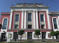 The main facade of the Kossuth Community Center, Cultural Center and Theater - Cegléd (Zieglet), Ungarn