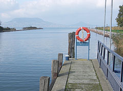 The boat station with a lifebelt on the railing - Fonyód, Ungarn