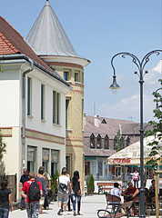 The towered building and terrace of the confectionery - Gödöllő (Getterle), Ungarn