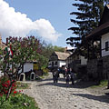 View of the World Heritage village, with spring flowers - Hollókő, Ungarn
