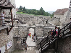 The so-called Wolf-trap and the Courtyard viewed from the Barbican - Nagyvázsony (Großwaschon), Ungarn