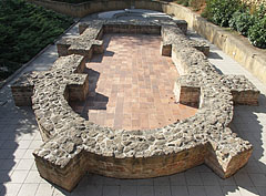 Wall remains of the chapel, viewed from its apse, over the Early Christian Burial Chamber I (Peter-Paul chamber or crypt) - Pécs (Fünfkirchen), Ungarn