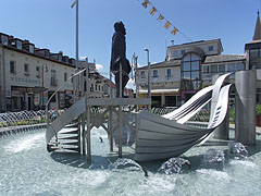 Statue of István Széchenyi, who stands at the steering wheel of a stylized stainless steel vessel, in the middle of the impressive fountain - Siófok, Ungarn