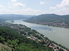 The vision of the Danube Bend opens up from the Castle Hill - Visegrád (Plintenburg), Ungarn