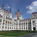 "The neo-gothic style stateful Hungarian Parliament Building (""Országház"") - Budapest, Ungarn"