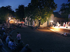 An evening music event an the stage in front of the Kisfaludy Gallery (Municipal Community/Cultural Centre) - Balatonfüred, Hongarije