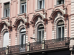 Details of the facade of the Grünbaum-Weiner House - Boedapest, Hongarije