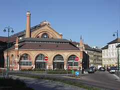 The Great (or Central) Market Hall from the Csarnok Square - Boedapest, Hongarije