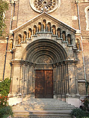 "The main entrance of the Our Lady of Hungary Parish Church (""Magyarok Nagyasszonya főplébániatemplom"") of Rákospalota - Boedapest, Hongarije"