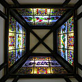 Stained-glass roof windows with bird species native to Hungary and Australia - Boedapest, Hongarije