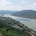 The vision of the Danube Bend opens up from the Castle Hill - Visegrád, Hongarije