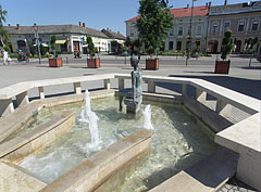 Fountain with a bronze statue of a mermaid - Nagykőrös, Ungari