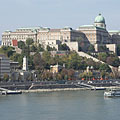 "The stateful Royal Palace in the Buda Castle, as well as the Royal Garden Pavilion (""Várkert-bazár"") and its surroundings on the riverbank, as seen from the Elisabeth Bridge - Budapest, Ungarn"