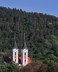 Towers of the Basilica and Pilgrimage Church of Virgin Mary at the foot of the verdant Tenkes Mountain - Máriagyűd, Ungarn