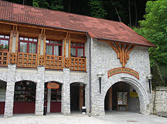 The reception building of the Baradla cave - Jósvafő, Ungern
