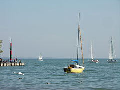 Sailboats on the lake at the boat station of Balatonalmádi - Balatonalmádi, هنغاريا