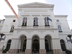 The main facade of the late neo-classical and romantic style National Theater of Miskolc - Miskolc, هنغاريا
