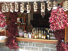 """Typical (and unfortunately a little bit hackneyed) traditional Hungarian souvenirs in the Paprika House (""""Paprikaház"""") - Tihany, هنغاريا"""