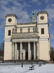 Episcopal Cathedral of Vác in winter - Vác, هنغاريا