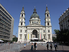 The St. Stephen's Basilica (also known as Parish Church of Lipótváros) in the afternoon sunshine - Budapest, Hungary