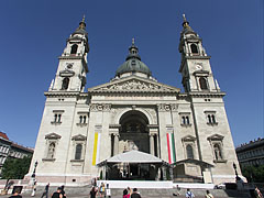 The Roman Catholic St. Stephen's Basilica just before an important Hungarian national holiday (20 August) - Budapest, Hungary