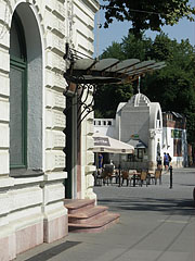 The netrance of the Gundel Restaurant, and some distance away theterrece of the Gundel Confectionery and the ticket office of the Budapest Zoo can be seen - Budapest, Hungary