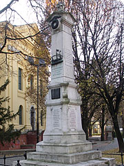 Memorial column of Protestant galley slaves in the square behind the Great Reformed Church of Debrecen (Nagytemplom) - Debrecen, Hungary