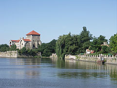 The Öreg Lake (Old Lake) and the Castle of Tata, which can be categorized as a water castle - Tata, Hungary