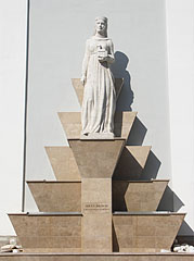 Statue of Saint Hedwig (Jadwiga of Poland) in the side of the Church of the Whites (Fehérek temploma), with a babbling fountain - Vác, Hungary