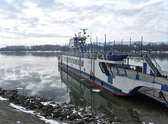 The ferry is stranded on the river at Vác - Vác, Hungary