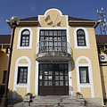 The yellow building of the Balaton College (dormitory, students' hostel) - Fonyód, Мађарска